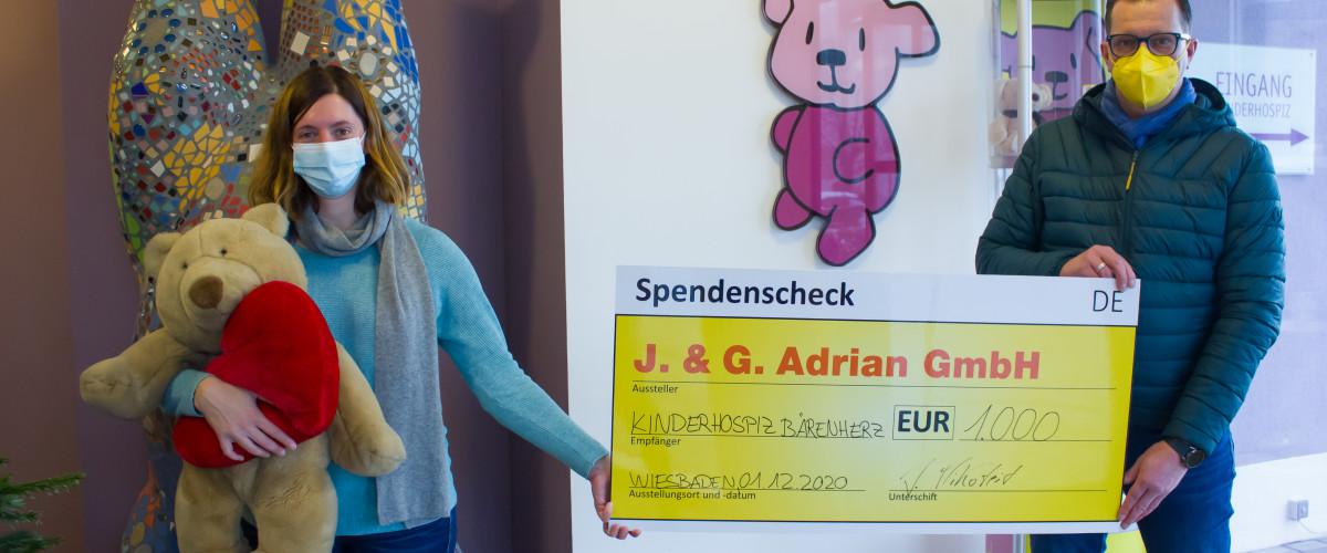 Übergabe symbolischer Spendenscheck an das Kinderhospiz Bärernherz Wiesbaden