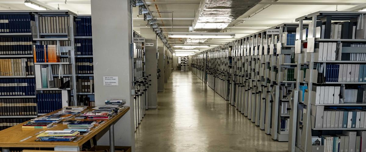 Bibliotheksumzug und Entladung in der Deutschen Nationalbibliothek Frankfurt