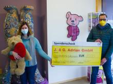 Übergabe symbolischer Spendenscheck Kinderhospiz Bärenherz